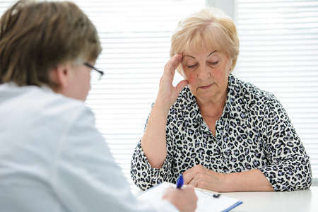tells: Female senior patient tells the doctor about her health complaints