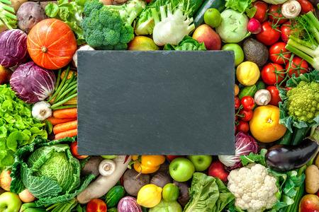 Assortiment van verse groenten en fruit met de kopie ruimte voor uw tekst Stockfoto