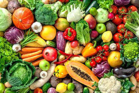 Surtido de frutas y verduras frescas Foto de archivo - 61925602