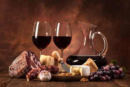 winetasting: Romantic dinner with wine, cheese and traditional sausages