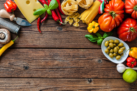 macarrones: Italian cuisine. Vegetables, oil, spices and pasta on the wooden table