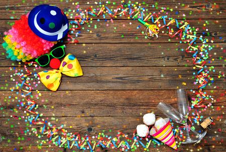 invitacion fiesta: Colorful carnival background with clown face design Foto de archivo