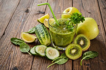 Green smoothie with apples, parsley, spinach, cucumber and lime