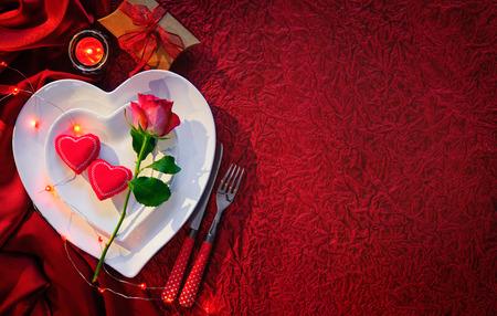 bougie coeur: décor de table romantique pour la St Valentin