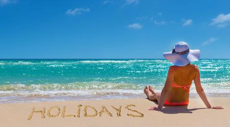 Junge Frau am Strand entspannen