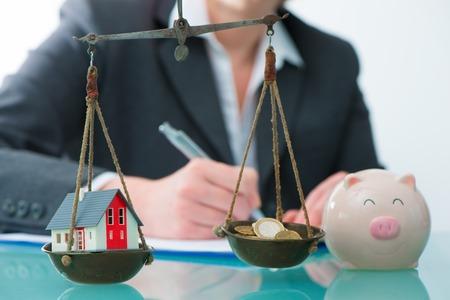 저축 또는 집과 현금으로 부동산 투자 개념 규모로 돈
