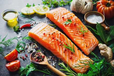 Fresh salmon fillet with aromatic herbs, spices and vegetables. Balanced diet or cooking concept Zdjęcie Seryjne - 78446436