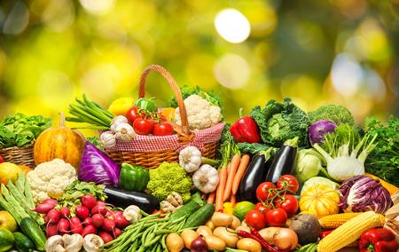 Légumes frais et fruits Banque d'images - 81386931
