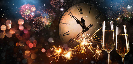 New Years Eve celebration background. Toast with fireworks and champagne at midnight Stockfoto