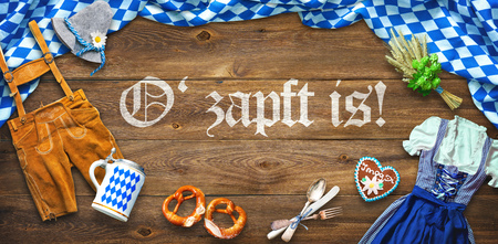 Rustic background for Oktoberfest with white and blue fabric, Bavarian clothes, gingerbread, beer stein and pretzel Imagens - 105721106