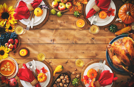 Thanksgiving celebration traditional dinner setting meal concept with copy space Foto de archivo - 108473325