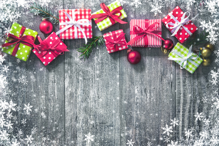 Christmas background with decorations and gift boxes on wooden board Foto de archivo - 108473328