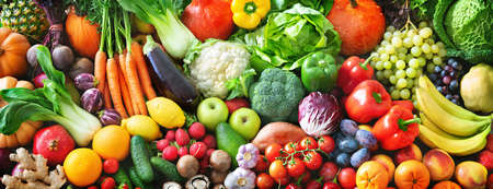 Panoramic food background with assortment of fresh organic fruits and vegetables for a balanced diet. Healthy food concept Stockfoto