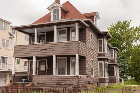 Old house color brown need reparation Banque d'images - 103626908