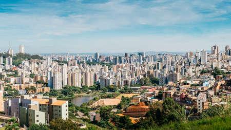 Belo Horizonte betekent Beautiful Horizon is de zesde grootste stad in Brazilië en de hoofdstad van de zuidoostelijke staat Minas Gerais, Brazilië