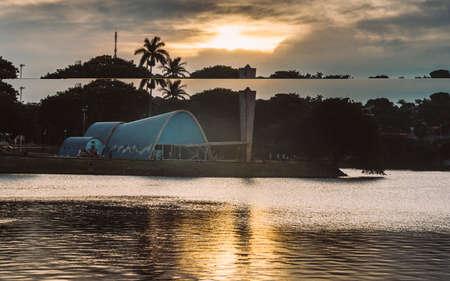 Belo Horizonte, Brazilië - 27 december 2017: Modernistische kerk van Sao Francisco de Assis door Oscar Niemeyer in Pampulha, Brazilië - UNESCO werelderfgoed Redactioneel