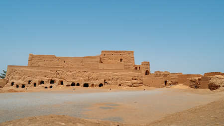 Houses of abandoned mud brick village of Kharanaq in Iran 版權商用圖片