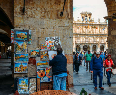 Street artist at the famous and historic Plaza Mayor in Salamanca, Castilla y Leon, Spain - - UNESCO World Heritage Site Éditoriale