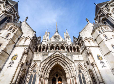 Facade of Royal Courts of Justice on Stand, London, UK Imagens - 129721135