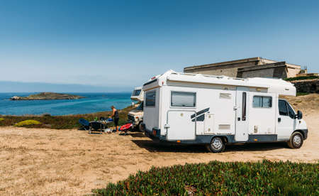 Caravan next to idyllic beach in Costa Vicentina, Alentejo, Portugal Stock fotó