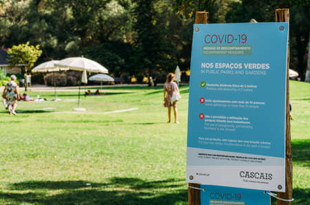 Sign in Portuguese and English on social distancing rules during the COVID-19 epidemic