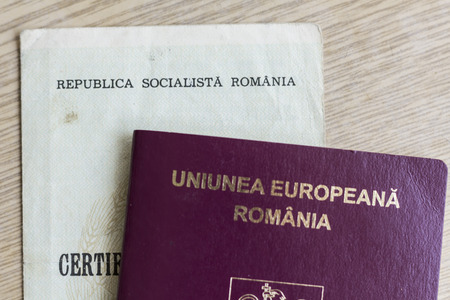 Romanian EU passport and Socialist Republic birth certificate 版權商用圖片