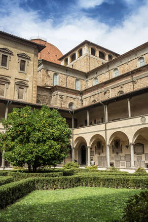 lorenzo: San Lorenzo Cloister  Firenze, Italy
