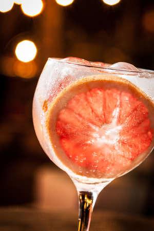 Cold Gin Tonic pronto da bere.