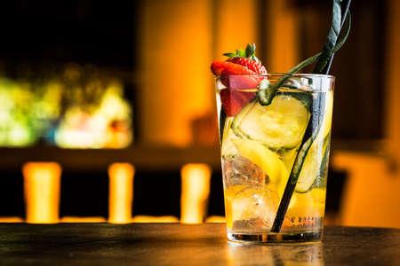 Moscou mule cocktail dans une nuit de fête pub d'été.