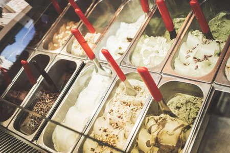 Typische Italiaanse gelato ijssalon. Stockfoto