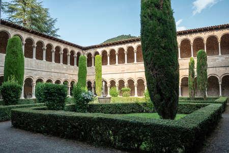View of Ripoll Monastery cloister. Archivio Fotografico