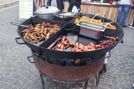 gril: Big pan with street foot gril