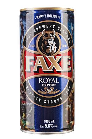 Kiev, Ucrania - 11 de junio de 2019. Faxe Royal export es una cerveza lager popular elaborada por Faxe Bryggeri A / S, cervecería danesa propiedad de Royal Unibrew Editorial