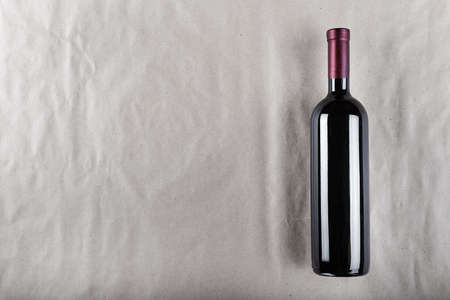 Wine bottle. Space for text. Top view. 免版税图像