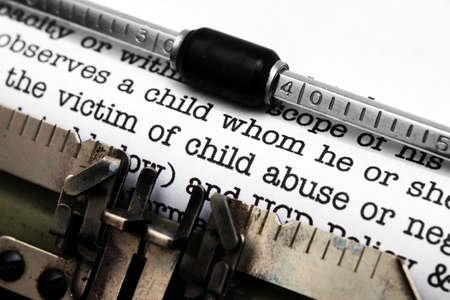 maltrato infantil: Niño formulario abuso