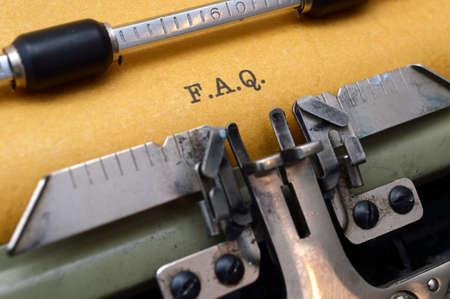 FAQ auf Schreibmaschine Standard-Bild - 19583002