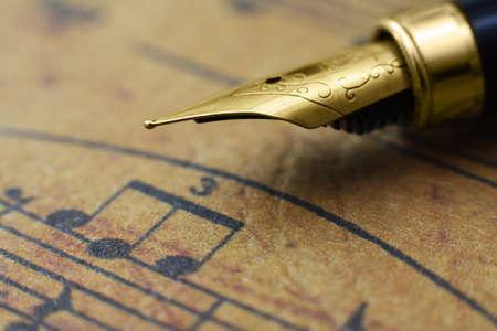 楽譜とペン 写真素材