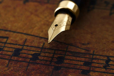 Fountain pen on music sheet Stock Photo - 22295576