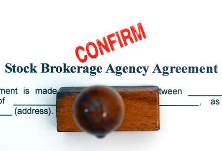 makelaardij: Stock bemiddelingsovereenkomst Stockfoto