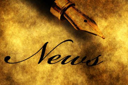 Fountain pen on news text Zdjęcie Seryjne