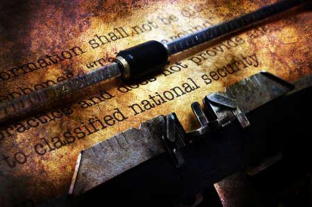 comunicaci�n escrita: documento clasificado en el concepto de la m�quina de escribir del grunge