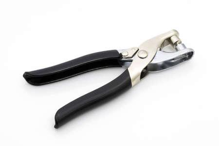 ferreteria: herramienta de taladro y el remache en blanco