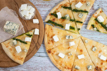 Pizza four cheeses on white wooden table Stockfoto