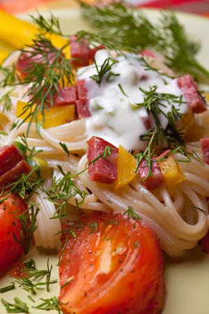Warm italian salad with spaghetti and smoked sausage