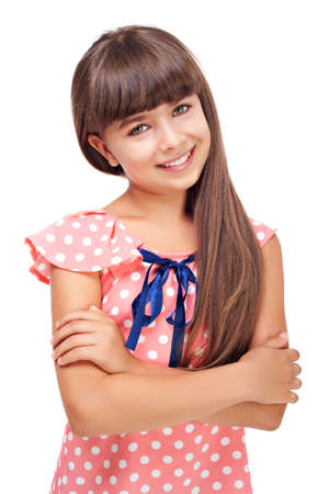 jolie petite fille: Belle jeune fille souriante isol� sur blanc Banque d'images