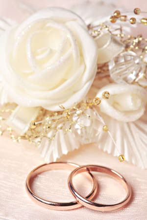 Wedding rings with satin rose