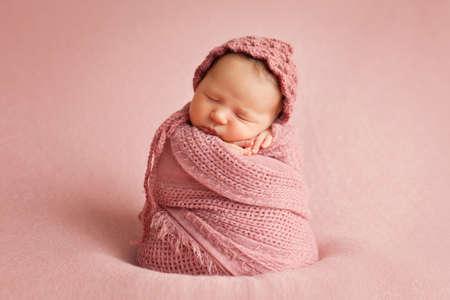 niño y niña: foto de un bebé recién nacido Foto de archivo