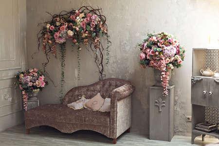 arreglo floral: Arreglo floral en la habitación Foto de archivo