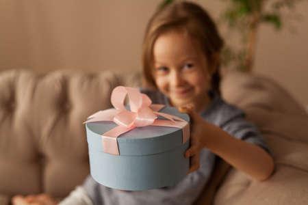 Girl holding blue gift box 免版税图像