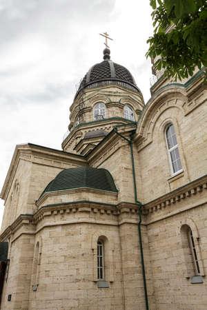 pyatigorsk: PYATIGORSK, RUSSIA - 9 GIUGNO 2014: Cattedrale di San Michele Arcangelo, vista laterale